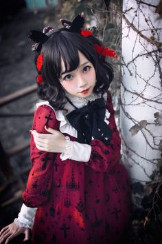 What a perfectly beautiful little doll of a girl! How I WISH I had the means to look this way. Harajuku Fashion, Kawaii Fashion, Cute Fashion, Asian Fashion, Rock Fashion, Estilo Lolita, Lolita Cosplay, Cosplay Girls, Visual Kei