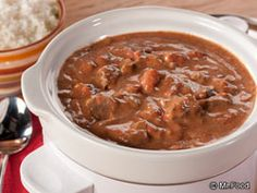Hungarian Goulash | mrfood.com  2 pounds round steak (3/4-inch-thick), cut into -inch pieces 1 small onion, chopped 1 clove garlic, minced 2 tablespoons all-purpose flour 1 tablespoon paprika 1 teaspoon salt 1/2 teaspoon pepper 1/4 teaspoon dried thyme 1 (28-ounce) can whole tomatoes, undrained and coarsely chopped 1 bay leaf 1 (8-ounce) container sour cream  Warm cooked buttered noodles or rice