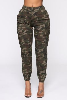 Available in Camouflage Camo Print Fabirc Knit Fabric Full Stretch Oversized Fit Elastic Waistband Front Closure 6 Pocket Detail Elastic Cuff Ankle High Waisted - Cargo Pants - Camo Pants - Camouflage Pants inseam. Camo Pants Fashion, Army Pants Outfit, Sweatpants Outfit, Jeans Fashion, Diy Fashion, Winter Fashion, Fashion Outfits, Kylie, High Waisted Distressed Jeans