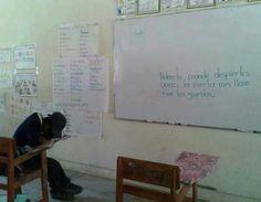 Este profe que no le avisó al alumno que la clase había terminado. | 17 Profesores que son más trolls que los alumnos