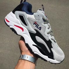 Sneakers shoe fever is still a trend among young people. Updated, there were a FILA brand sneakers that were hit and used a lot. Dad Shoes, Me Too Shoes, Men's Shoes, Sneakers Fashion, Fashion Shoes, Sneakers Nike, Mens Fashion, Gucci Shoes Sneakers, Adidas Shoes