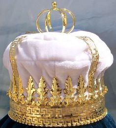 Imperial State Mens King Rhinestone Gold and White Crown If you are looking for elegance, majesty, versatility and charm, this is the crown to order. Adaptable to many ocassions, the crown is made wit