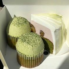 Image discovered by Jarbas Jacare. Find images and videos about aesthetic, green and cake on We Heart It - the app to get lost in what you love. Pretty Cakes, Cute Cakes, Think Food, Cute Desserts, Cafe Food, Aesthetic Food, Aesthetic Green, Japanese Aesthetic, Aesthetic Pastel