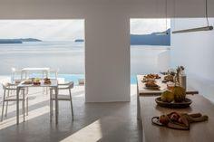 Hotel Saint Luxury Suites & Spa (Griechenland Ia) - Booking.com The Saint, Spa, Restaurant, Santorini Greece, Outdoor Pool, Saints, Luxury Suites, Table Decorations, Pools