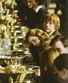 Uploaded by harry potter. Find images and videos about harry potter, emma watson and hogwarts on We Heart It - the app to get lost in what you love. Arte Do Harry Potter, Harry Potter Love, Harry Potter Characters, Harry Potter World, Hogwarts, Harry E Gina, Fans D'harry Potter, Potter Facts, Ron And Hermione