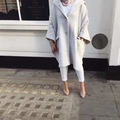 Discover recipes, home ideas, style inspiration and other ideas to try. Modesty Fashion, Abaya Fashion, Muslim Fashion, Fashion Outfits, Modest Dresses, Modest Outfits, Modest Clothing, Modele Hijab, Outfit Look