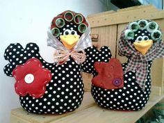 The funniest I have ever seen. What an idea to add hair rollers under their head's scarf. Nice also for an unusual easter decor Fabric Toys, Fabric Crafts, Sewing Crafts, Sewing Projects, Projects To Try, Paper Crafts, Crafts To Sell, Diy And Crafts, Arts And Crafts