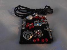 Escapularios bordados con pedreria. Para recuerdos $45 Religious Jewelry, Stylish, Bracelets, Catholic, Magic, Google, Fashion, Saints, Needlepoint