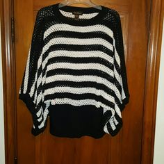 Crochet top Black and white crochet top with domain sleeves Tops