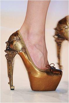 Alexander McQueen Bronze Steampunk pumps - love the heel!