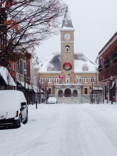 Snowy view up Center Street, Fayetteville Arkansas (Photo A. Baxter)