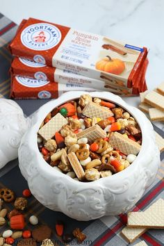 Fall Snack Mix - EASY 5 minute treat that is perfect for movie or game night, Halloween treats and more! #partner #snackmix #falltreat #kidfriendlyrecipe Fall Snack Mixes, Fall Snacks, Fall Treats, Fall Desserts, Cute Halloween Food, Halloween Drinks, Halloween Treats, Halloween Games, Halloween Stuff