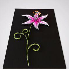 Diese Himmelsgucker Lily der Nägel und Streicher, mit seiner Staubgefäßen knallen, ist ein Teil meiner Lily-Serie. Romantik und Träumer darstellen, könnte diese 3D Schmuckstück für Ihre Wand auch perfekt als Geschenk für Ihre lieben werden!  MESSUNGEN DES ELEMENTS: Abmessungen: 7,9 cm x 13,8 cm / 20cm x 35 cm (Breite x Höhe) Gewicht: ~ ein Pfund / ~ 0,4 kg  MATERIALIEN: Alle verwendeten Materialien sind umweltfreundlich, während ich nie Sprühfarben oder andere giftigen Materialien v...