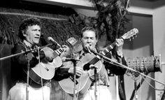 Tonico e Tinoco - Foi uma dupla caipira, considerada a mais importante da historia da musica brasileira e a de maior referencia. Em 60 anos de carreira, Tonico e Tinoco realizaram quase 100 gravacoes divididas em 83 discos. Pesquisa Google