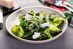 ספגטי פרימוורה עם המון ירוקים. אלון מסיקה Italian Pasta Dishes, Seaweed Salad, Spinach, Vegetables, Ethnic Recipes, Food, Essen, Vegetable Recipes, Meals