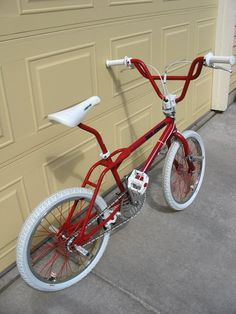 Lowrider Bicycle, Bmx Bicycle, Cycling Bikes, Haro Bmx, Gt Bikes, Vintage Bmx Bikes, Gt Bmx, Bmx Freestyle, Garage Makeover