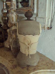 petit buste de poupée et corset ancien