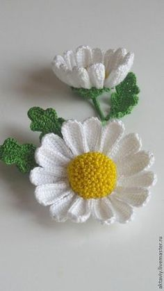 Best 11 No pattern but lovely inspiration crochet daffodil - Diy Crochet Flowers, Crochet Sunflower, Crochet Daisy, Crochet Leaves, Knitted Flowers, Crochet Flower Patterns, Flower Applique, Irish Crochet, Crochet Designs
