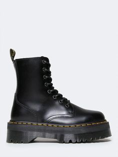 b3b3ddae6cf4 Take on the day with classic Doc Martens! - This quality black ankle boot.  Svarta Ankel StövlarSkor ...