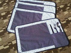 Jogo americano com 4 peças e porta-talher na lateral <br>100% algodão <br>Cor e quantidade de peças conforme a necessidade do cliente <br>Pode-se fazer aplicação em patchwork