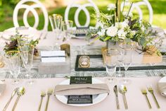 La Tavola Fine Linen Rental: Brush Squares Smoke Table Runners with Nuovo Champagne and Tuscany Natural Napkins | Photography: Cameron Ingalls, Coordination & Design: Sparkle & Sparkle Events, Floral Design: Elegant Details, Venue: See Canyon Fruit Ranch