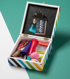 How to create a teacher survival kit diy gifts Kids Survival Kit, Survival Kit For Teachers, Teacher Survival, Survival Tips, Back To School Gifts For Teachers, Diy Back To School, Teacher Appreciation Gifts, Teacher Gifts, Vinyl Gifts