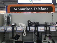 Schnurlose Telefone? Die wurden auf jeden Fall falsch dort abgelegt. Hach Saturn, das kannst du aber besser, oder? | unfassbar.es