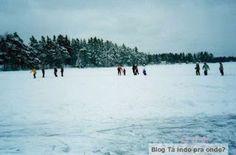 patinando em um lago congelado perto de Jönköping - Suécia