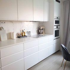 Ikea Interior, Interior Design, Ikea Kitchen Design, Lets Stay Home, Small Apartments, New Kitchen, Home Kitchens, Kitchen Remodel, Kitchen Cabinets