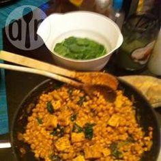 Spinat Kichererbsen Curry / Ein schnelles Curry mit Spinat und Kichererbsen, das man durch andere Gemüse wie Blumenkohl, Kartoffeln oder Süßkartoffeln ergänzen kann. Dazu passt Naan, Pitabrot oder Reis.@ de.allrecipes.com