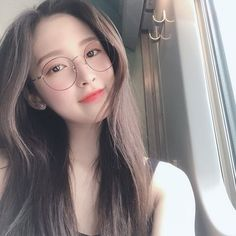 Omg Arin with glasses 😍 . She's blessing us with lots of update 💕 Happy Sunday Kpop Aesthetic, Aesthetic Girl, Asian Glasses, Cute Girl With Glasses, Cute Girls, Cool Girl, Oh My Girl Jiho, Arin Oh My Girl, Idole