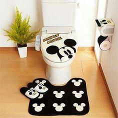 Mickey Mouse Bathroom, Mickey Mouse House, Mickey Minnie Mouse, Disney Mickey, Home Crafts, Crafts To Make, Disney Furniture, Disney Bedrooms, Crochet Disney