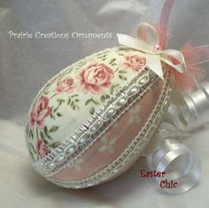 Kits for ornaments for holiday decorating and gifts. No sew fabric ornaments. Quilted Fabric Ornaments, Quilted Christmas Ornaments, Pink Christmas, Christmas Tree, Easter Egg Crafts, Easter Projects, Easter Eggs, Diy Ostern, Easter Parade