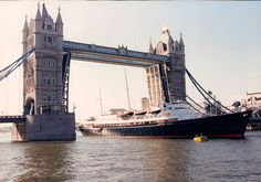 Grand history: The original Royal Yacht Britannia sails under Tower Bridge in London in its full glory Steam Boats, London Attractions, Merchant Navy, British Royal Families, Whitewater Kayaking, Canoe Trip, Power Boats, Luxury Yachts, Boat Building
