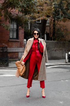 Fall Fashion – Twinning in Beige and Red Classy Outfits, Chic Outfits, Fall Outfits, Red Fashion Outfits, Olsen Fashion, Wendy's Lookbook, Autumn Winter Fashion, Fall Fashion, Fashion Coat