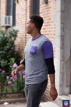 We're ravin' about this Baltimore Ravens fan look - sport your black and purple in a majorly laid-back way. Ravens Gear, Ravens Jersey, Nfl Shop, Nfl Fans, Baltimore Ravens, Kickboxing, Figure Skating, Sport Outfits, Football