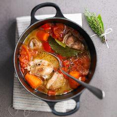 Découvrez la recette Poulet basquaise sur cuisineactuelle.fr.