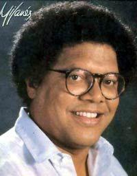 Pablo Milanés Arias (1943). Compositor, cantante, guitarrista cubano; uno de los creadores fundamentales de la Nueva Canción. Ibrahim Ferrer, Blue Soul, Ricky Martin, Latin Music, American Singers, Musical, Havana, Power Pop, Conservatory
