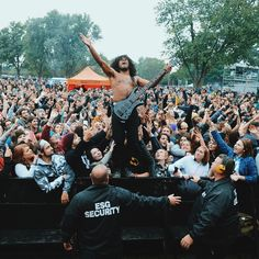@skyduck64 of @issuesofficial owning the crowd yesterday at @louderthanlifefest in Kentucky! This tour has been amazing and a new vlog will up soon on my you tube channel! Check out the link in my bio to see what life is like on the road! #issues #louderthanlife #grizzleemartin #grizzleegrind