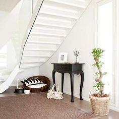 Gradon LUMO-portaat valkoisilla askelmilla ja valkoisella teräsrungolla #asuntomessut2012 #vuores Decor, Furniture, Stairs, Home, Mirror, Modern, Home Decor