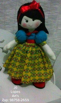 Branca de Neve em algodão crú e feltro, estilo boneca russa