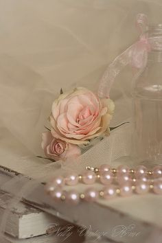 A Rose and a pearl necklace// a Beauty. From Ana Rosa page Just Girly Things, Deco Rose, Vibeke Design, Gris Rose, Colorful Roses, Pearl And Lace, Rose Cottage, Everything Pink, Vintage Shabby Chic