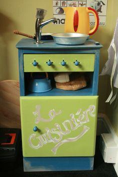 play kitchen...pie tin for sink!