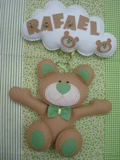 http://www.elo7.com.br/enfeite-urso-claro-com-verde/dp/19FF0C  R$69,00