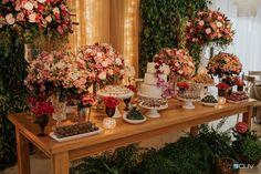 44 New Ideas vintage bridal shower centerpieces Bridal Shower Centerpieces, Bridal Shower Cakes, Beach Wedding Decorations, Rustic Wedding Centerpieces, Tall Centerpiece, Wedding Rustic, Outdoor Bridal Showers, Summer Bridal Showers, Unique Bridal Shower