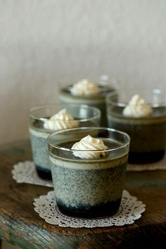 Black sesame pudding Asian Desserts, Just Desserts, Dessert Recipes, Flan, Mousse, Sesame Recipes, Black Food, Japanese Sweets, How Sweet Eats