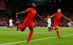 Liverpool Sadio Mane oslavuje bodovaní svoj prvý gól
