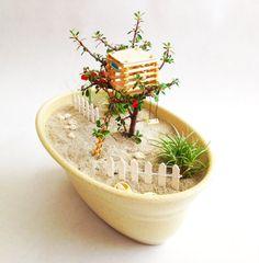 Miniature Garden Featuring Treehouse by myminiaturegarden on Etsy Miniature Plants, Miniature Fairy Gardens, Garden Terrarium, Succulents Garden, Tiny Garden Ideas, Beach Fairy Garden, Indoor Fairy Gardens, Wizard101, House Plants Decor