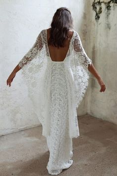 hippie wedding dress 660481101578376370 - tenue boheme chic, robe moulante avec des manches type chauve-souris, robe longue boheme chic, robe dos nu dentelle Source by marinannec Grace Loves Lace, Backless Lace Wedding Dress, Dress Wedding, Bohemian Lace Wedding Dress, White Lace Maxi Dress, Bohemian Shoes, Boho Gown, White Maxi, Bohemian White Dress