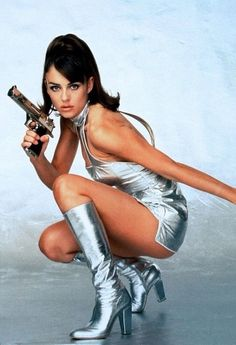 """""""Elizabeth Hurley in Austin Powers: International Man of Mystery, 1997 """" Elizabeth Hurley, Halloween Inspo, Halloween Outfits, Celebrity Halloween Costumes, Style Glam, Pin Up, Actrices Sexy, Botas Sexy, Foto Fashion"""